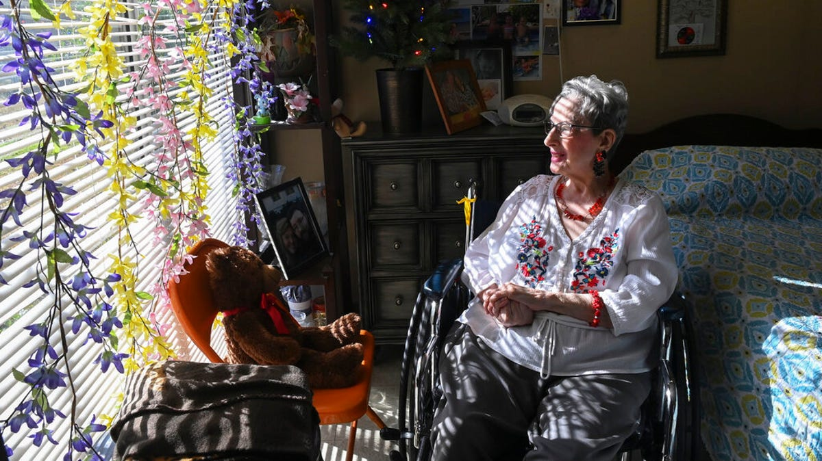 Nursing home residents can get hugs again, feds say 2