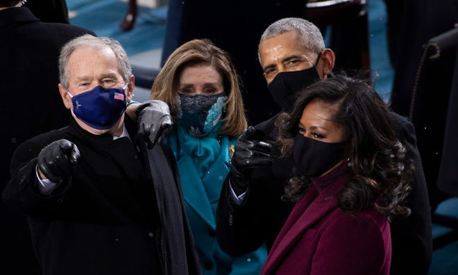 Mantan Presiden George W. Bush, Ketua DPR Nancy Pelosi (D-CA), mantan Presiden Barack Obama, dan Michelle Obama tiba di Front Barat Capitol AS saat pelantikan Presiden terpilih AS Joe Biden pada 20 Januari, 2021 di Washington, DC.