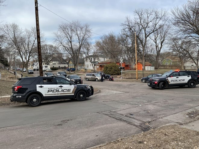 Sioux Falls police responded to a fight disturbance in the 700 block of South Duluth Avenue on Monday afternoon