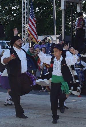 Dançarinos folclóricos actuam na celebração do Dia de Portugal em New Bedford em 2019.