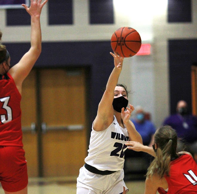 Rylie Kelly fires in an entry pass to a teammate against Vicksburg on Wednesday evening.