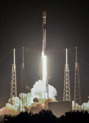 A SpaceX Falcon 9 rocket lifts off from Cape Canaveral Space Force Station Thursday, March 11, 2021. The rocket is carrying 60 Starlink communications satellites.  Mandatory Credit: Craig Bailey/FLORIDA TODAY via USA TODAY NETWORK