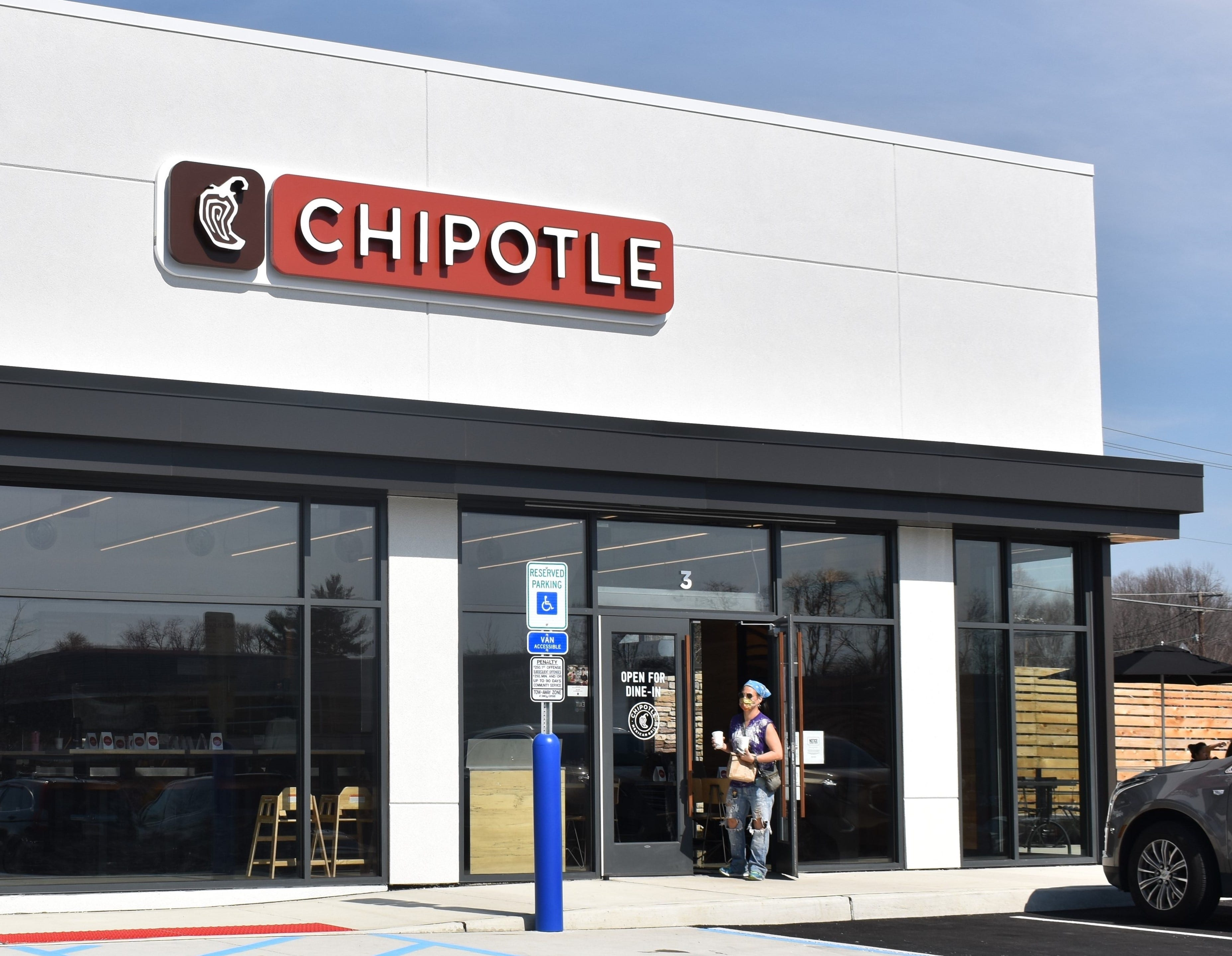 Chipotle has BOGO deal for getting COVID vaccine Tuesday. Plus, where to find Fried Chicken Day deals.