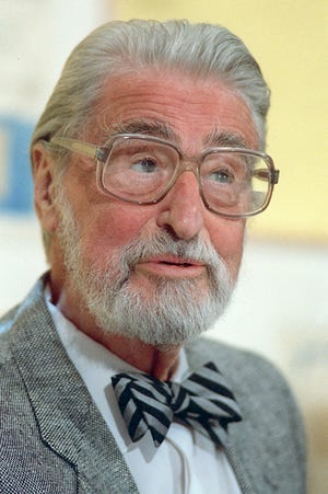 American author, artist and publisher Theodor Seuss Geisel, known as Dr. Seuss, speaks in Dallas in 1987.