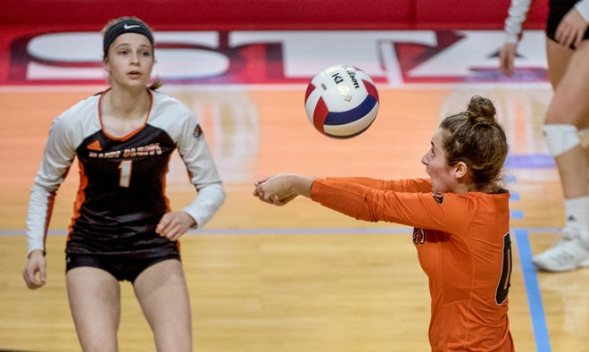 Illini Bluffs volleyball player Taylor Purdy, right, gets set for a bump during the 2019 Class 1A state finals in Normal.