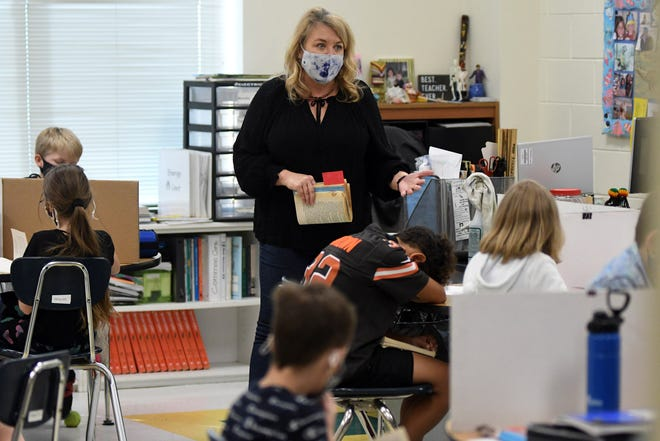 Eaton Elementary fifth grade teacher Lynn Stewart teaches a lesson at the school in Wilmington, N.C., Friday, March 12, 2021. Like other schools in the area, they are taking numerous precautions to limit the spread of COVID-19.    [MATT BORN/STARNEWS]
