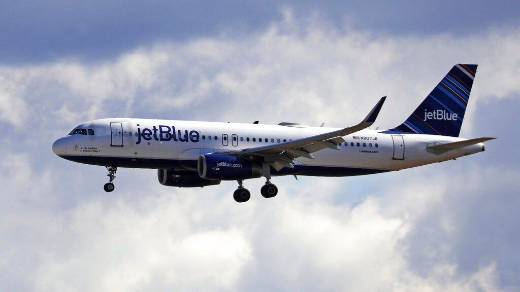 Maskless, boozing JetBlue passenger faces $14,500 FAA fine 2