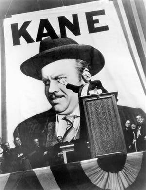 """Orson Welles stars, co-écrit, réalisé et produit """"Citoyen Kane."""""""