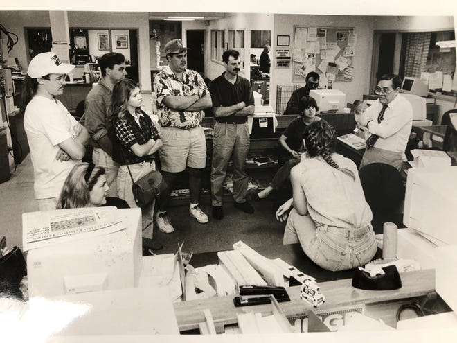 Globe-News News Editor Bill Knox, right, and members of the Globe-Times copy desk discuss newsroom operations and techniques with Amarillo College and West Texas A&M University journalism students who visited the newspaper in August 1994. Knox died Wednesday at the age of 82.