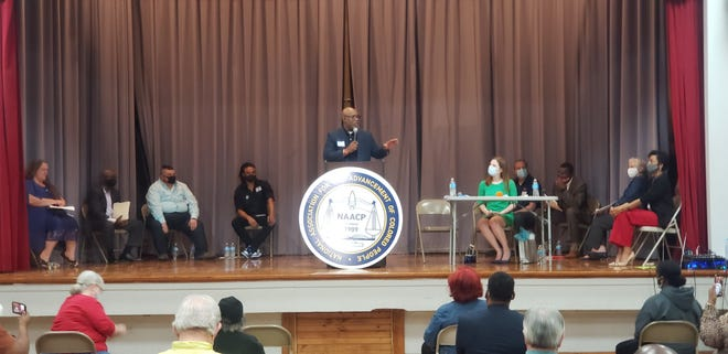 Ricky McGee hosts a candidate forum for potential Ardmore City Comissioners held by the NAACP. All seven candidates spoke at the event emceed by KXII new reporter Caroline Cluiss.