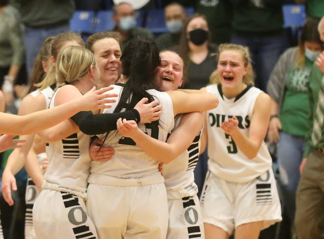 Central Plains celebrates a Class 1A Division II state championship after beating Cunningham 39-35 in Saturday's final at Barton Community College in Great Bread.