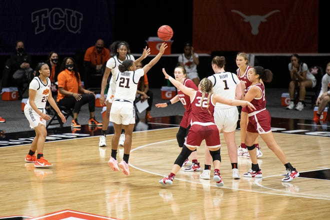 Mar 12, 2021; Kansas City, MO, USA; Oklahoma Sooners guard Tatum Veitenheimer (32) defends a three-point shot by Oklahoma State Cowgirls guard Ja'Mee Asberry (21) in the second half at Municipal Auditorium. Mandatory Credit: Amy Kontras-USA TODAY Sports