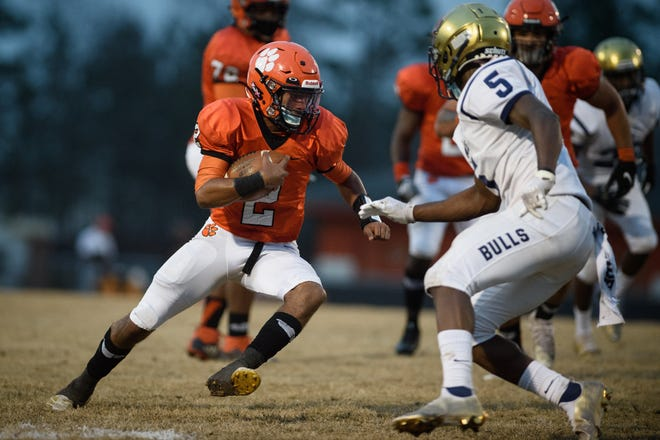 South View quarterback Cedavion Wimbley (2), the latest 910Preps Athlete of the Week, had four touchdowns in the first half of the Tigers' win against E.E. Smith on March 12.