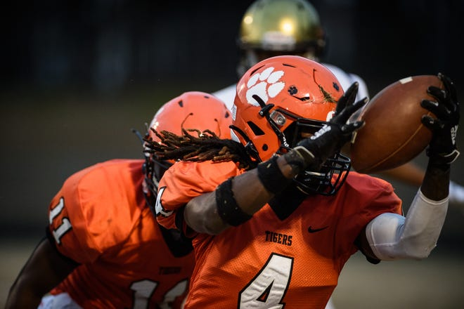 South View's Raheem Baldwin (4) accounted for three touchdowns in the Tigers' win against Douglas Byrd.