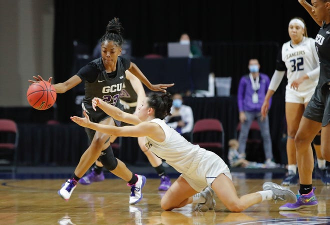 Tianna Brown drive with the ball for Grand Canyon in WAC Women's championship game against California Baptist,