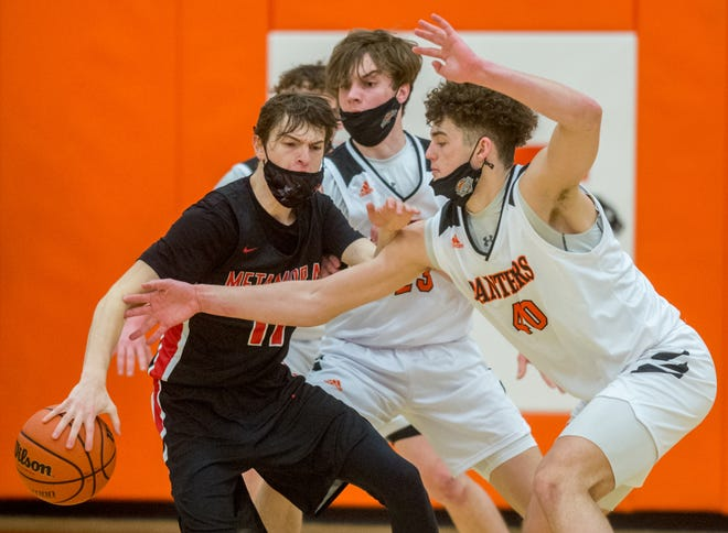 Washington's Devon Vanderheydt, right, and Ethan Kienitz, middle, pressure Metamora's Zack Schroeder in the second half of the Mid-Illini Conference title game Saturday, March 13, 2021 in Washington. The Panthers defeated the Redbirds 69-52 for the title.