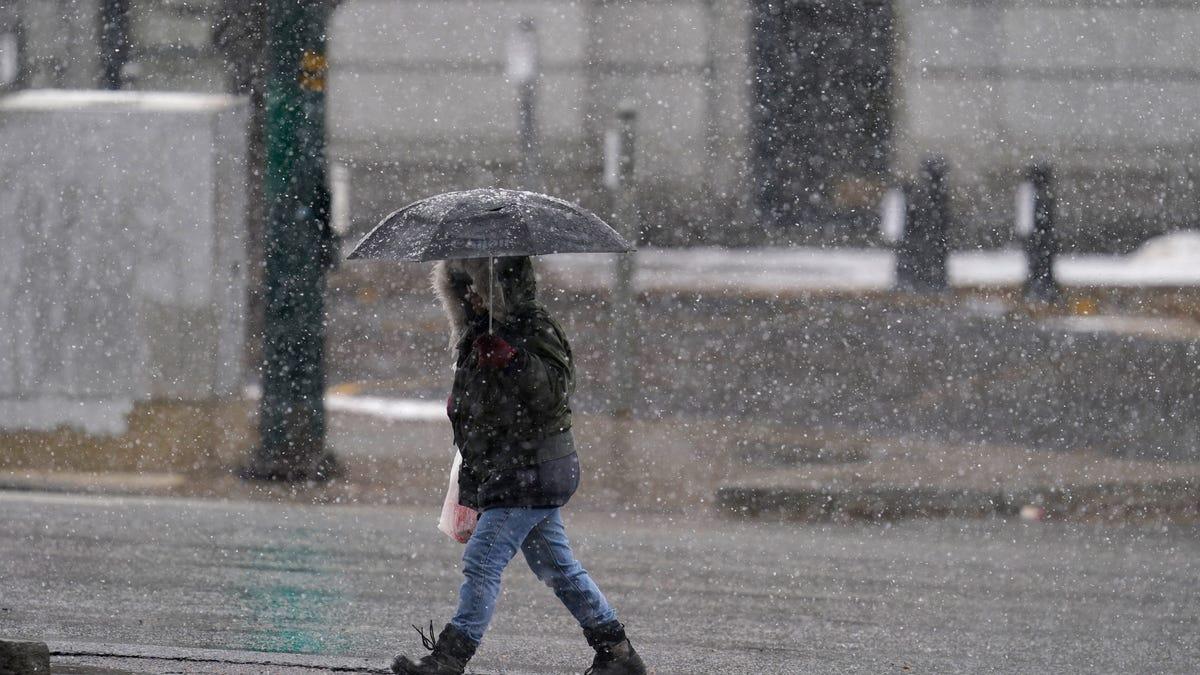 2,000 flights canceled in Denver as heavy snowstorm arrives 3