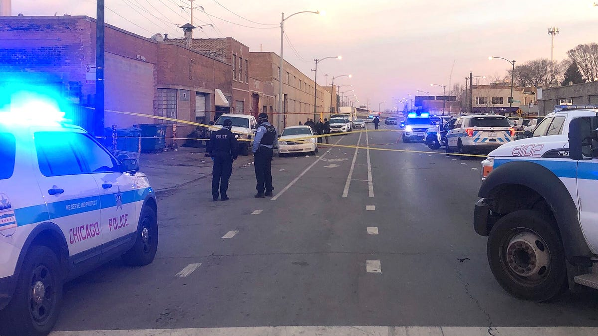 2 killed, 13 wounded at party on Chicago's South Side 3
