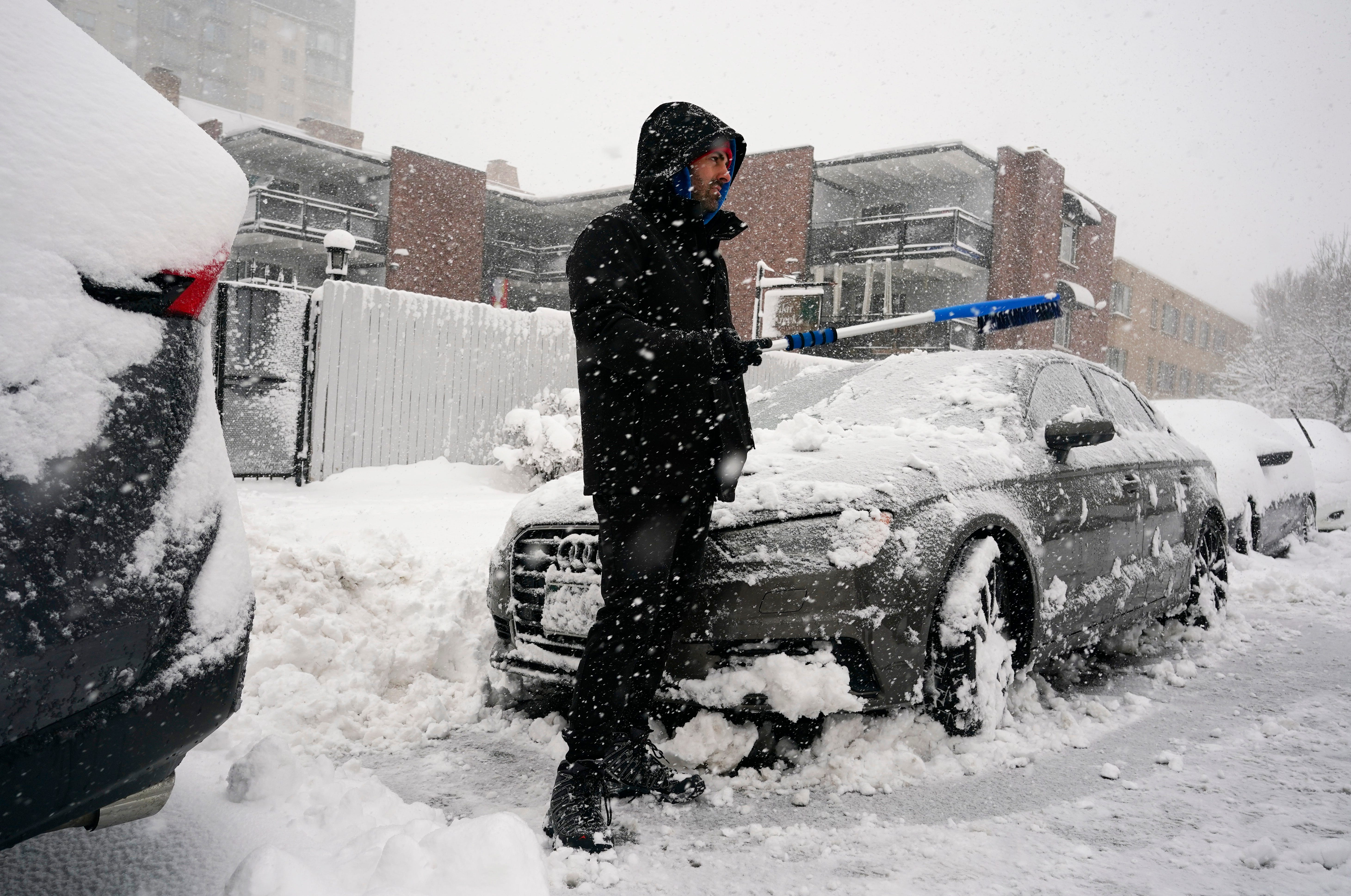 Crippling storm leaves a foot of snow or more in parts of Colorado, Wyoming and Nebraska 2