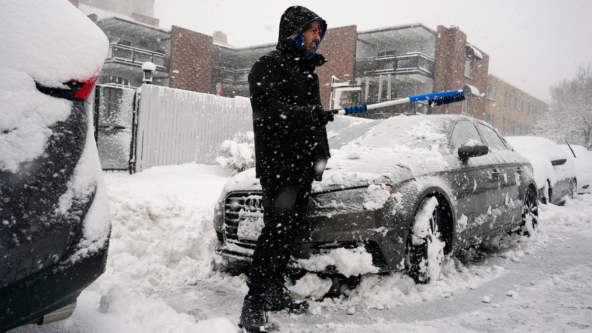 Crippling storm leaves a foot of snow or more in parts of Colorado, Wyoming and Nebraska 3
