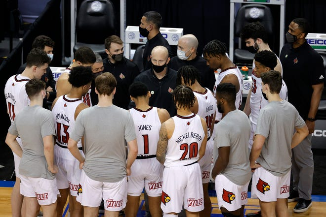 Head coach Chris Mack of the Louisville Cardinals speaks with his team.