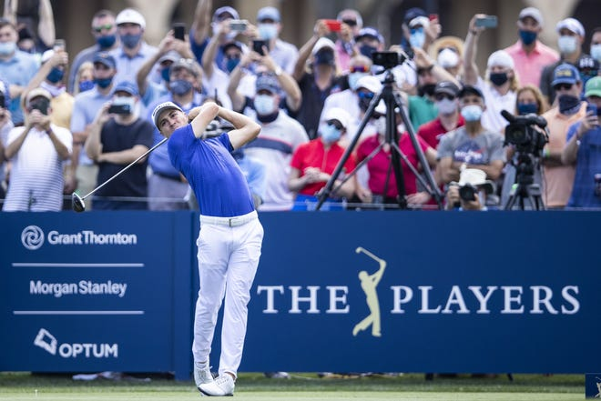 Justin Thomas hits his tee shot at the first hole of the Stadium Course at TPC Sawgrass to begin the final round of The Players Championship.