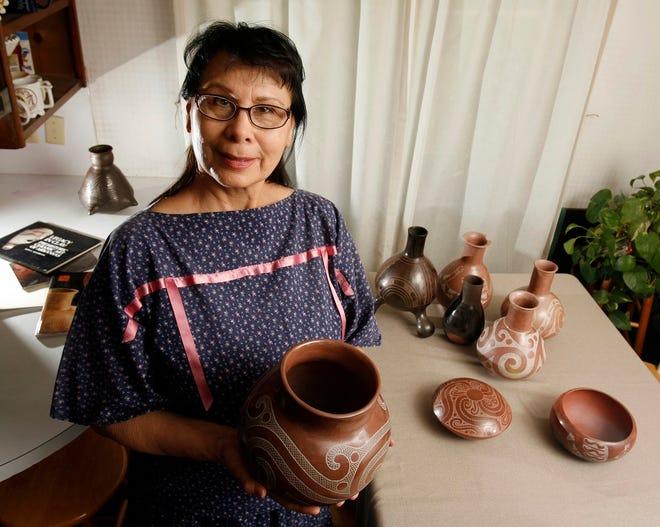 Caddo potter Jeri Redcorn is seen in her Norman home in 2009.
