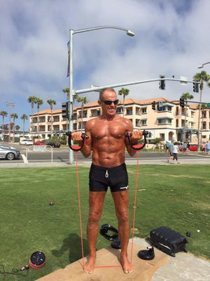 Hood says that to prepare for his pushup world record attempt he spent seven hours a day training, a regimen thatincludedsome2,000 sit-ups,2,000 leg lifts,twohours of planking,anda 60-minute,2-mile-longcardio routine,as wellother exercisesand strength-training movementsto keep hismind,coreand 5-foot, 9-inch, 160-pound physique in top condition.