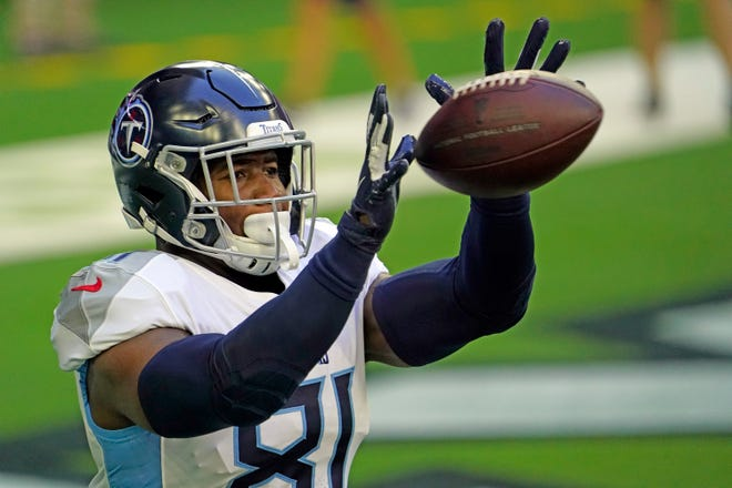 Former Titans tight end Jonnu Smith was injured during the first day of workouts at Patriots minicamp.