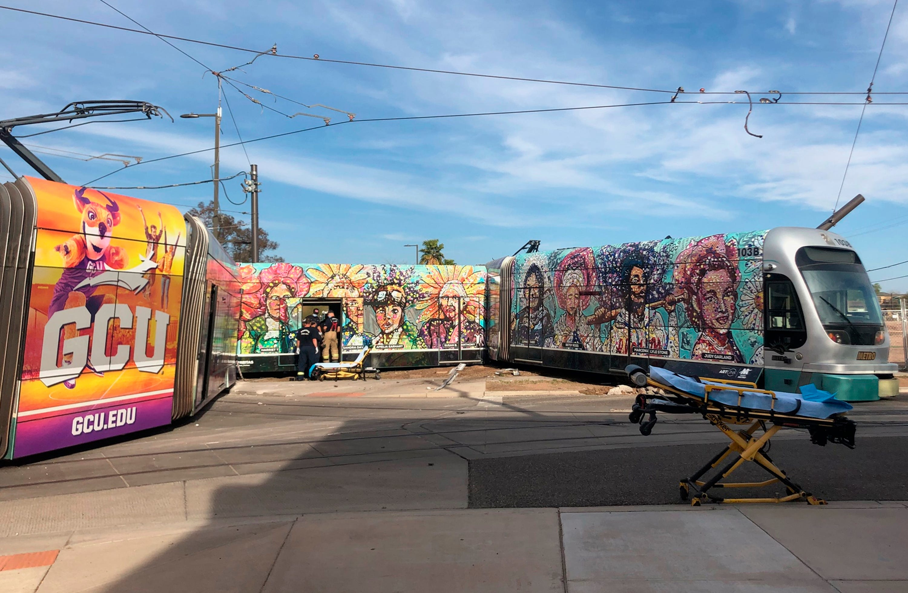 6 people injured after car collides with train in Phoenix 2