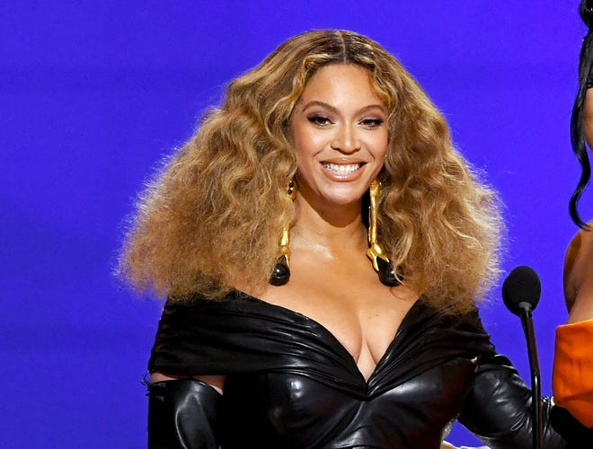 Beyonce looked fierce in black leather at Sunday's Grammy show.