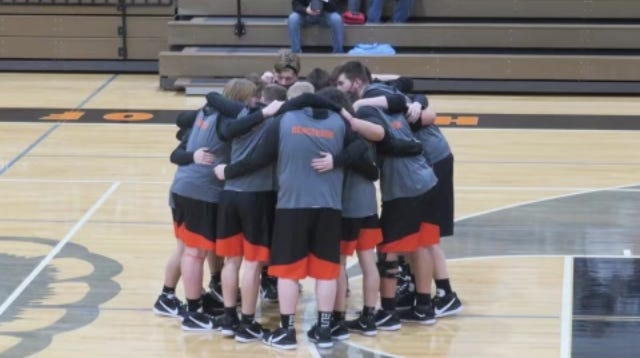 The Quincy Orioles upset the top team in the Big 8 conference Monday, led by 39 points from senior Kyler Economou