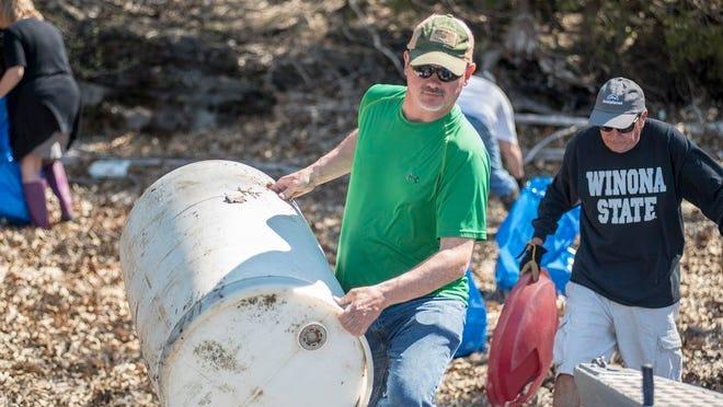 Shoreline cleanup crew, 2019.