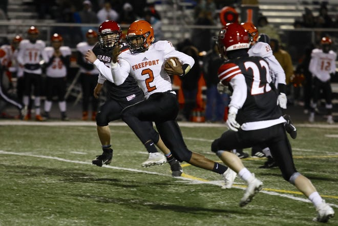 Quaterback Ky'ree Shirley, shown rushing against East in October 2019, is one of Freeport's key returning starters this season.
