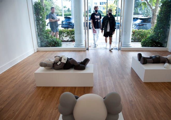 """Skarstedt is hosting an exhibition of KAWS works titled """"KAWS: HOLIDAY"""" at its Palm Beach pop-up location in The Royal Poinciana Plaza."""