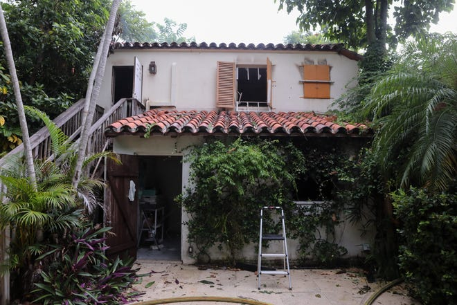 TheLandmarks Preservation Commission has approved plans to reconstruct the garage-guest house accessory buildingof a landmarked residence on El Vedado Way after a fire destroyed it in 2019.