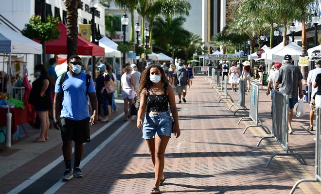 In keeping with city ordinance, masks were required when the Sarasota Farmers Market reopened in August. The Sarasota City Commission has since let the mandate lapse, and an attempt to revive it on Monday failed.