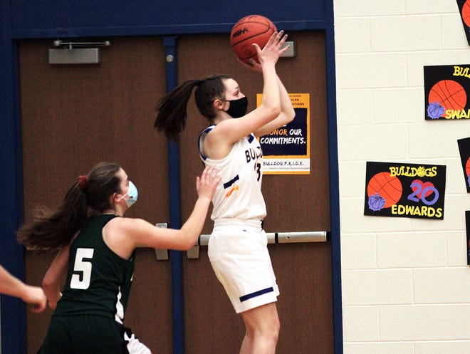 Bella Kangas puts up a jumper against Mendon in prep hoops action on Tuesday.