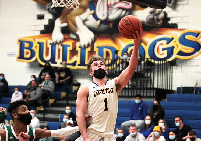 Sam Todd glides in for a layup against Mendon in prep hoops action on Tuesday.