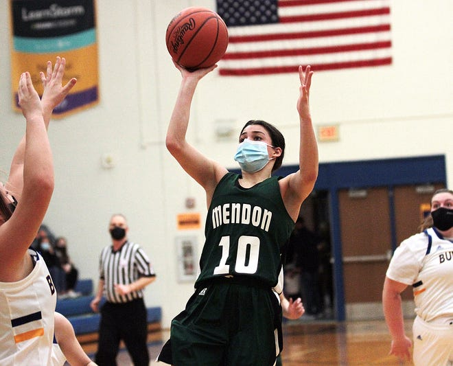 Mendon's Jozryl Meeks takes a shot against Centreville in prep hoops action on Tuesday.