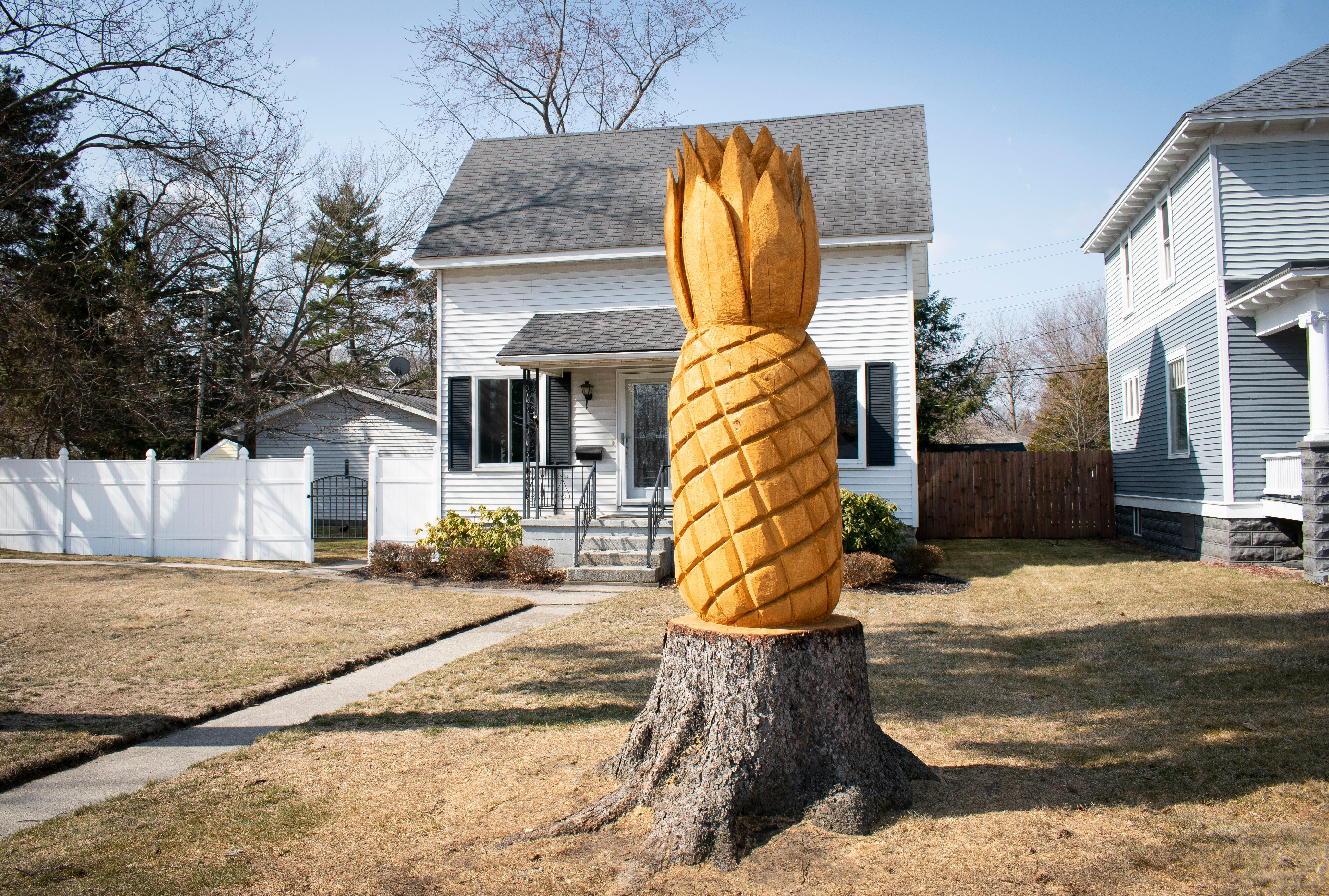 10-foot-tall pineapple carving becomes tourist attraction in Port Huron, Michigan
