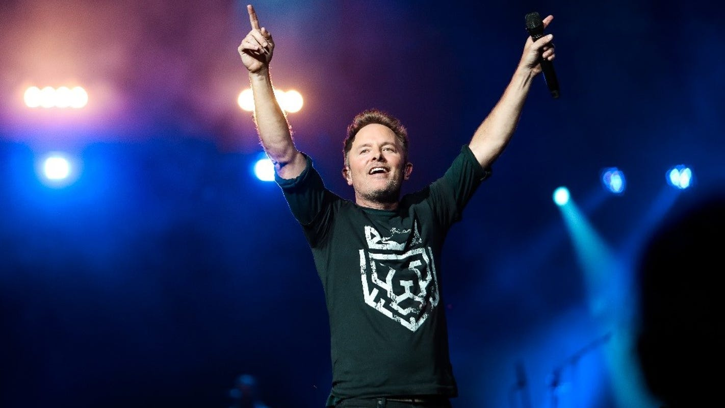 Christian music singer Chris Tomlin enlists country hitmakers for 'Friends: Summer EP'