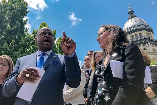 """Reps. Emanuel """"Chris"""" Welch, Hillside and Kelly Cassidy, Chicago speak in 2019 at a rally for the Reproductive Health Act at the Illinois State Capitol. The lawmakers are sponsoring a bill to repeal the state's Parental Notice of Abortion act."""