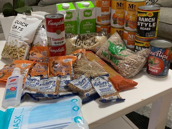 Programa piloto de acesso a comida em R.I. entrega alimentos diretamente nas casas dos participantes e fornece equipa de apoio de cuidados clínicos.