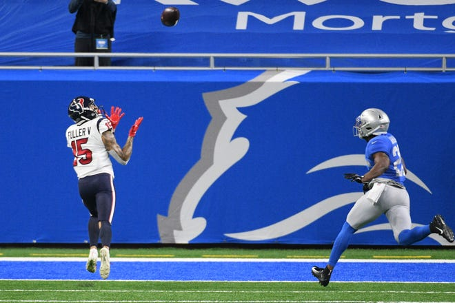 Former Houston Texans wide receiver Will Fuller (15) completes a reception for a touchdown. [TIM FULLER/USA TODAY Sports]