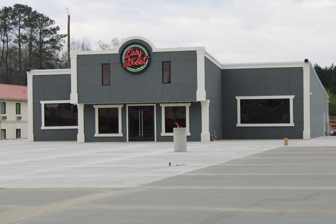 Easy Street, located along West Main Street near the intersection with the Chesnut 411 By-Pass, is one of the many new businesses  in Cherokee County. Easy Street features a restaurant, a bar and a performance hall.