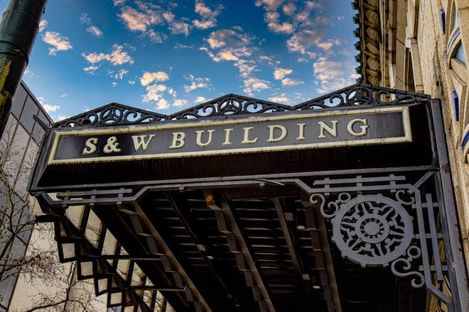The Art Deco awning over the S&W entrance.
