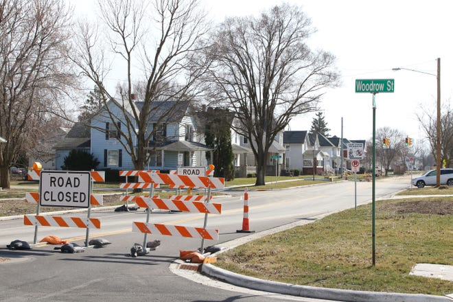 Mosser Construction has resumed work on the city's  Rawson Avenue road reconstruction project. The city hopes work will be completed on the multimillion dollar project by the end of August.