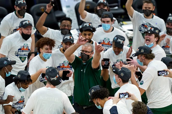 Ohio coach Jeff Boals celebrates with his players after the Bobcats beat Buffalo last Saturday in the final of the Mid-American Conference tournament to qualify for the NCAA field for the first time since 2012.