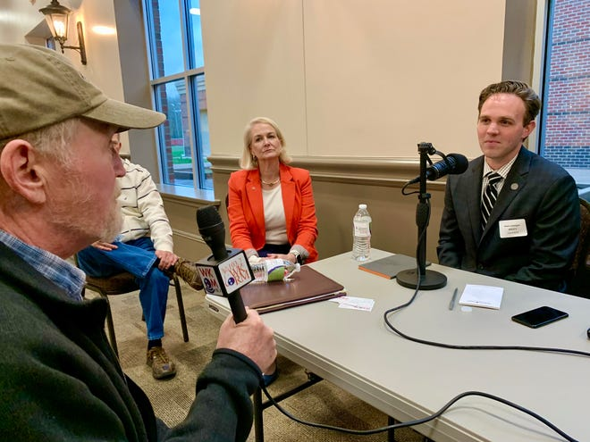 Ward 3 resident Craig Morris speaks with incumbent alderman candidate Kevin Gavigan, addressing concerns about infrastructure and the future of Rippavilla Plantation during the Spring Hill Chamber of Commerce's Meet The Candidates event Thursday, March 18, 2021.